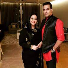 Sudhanshu Pandey with his wife