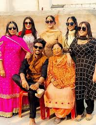 Afsana Khan with her family