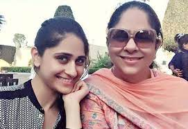 Hunar Hale with her mother